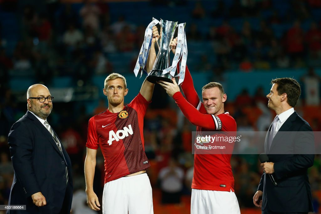 Darren Fletcher #24 of Manchester United and (R) Wayne Rooney #10 of Manchester United lift the trophy following their 3-1 vicotory over Liverpool in the Guinness International Champions Cup 2014 Final at Sun Life Stadium on August 4, 2014 in Miami Gardens, Florida.