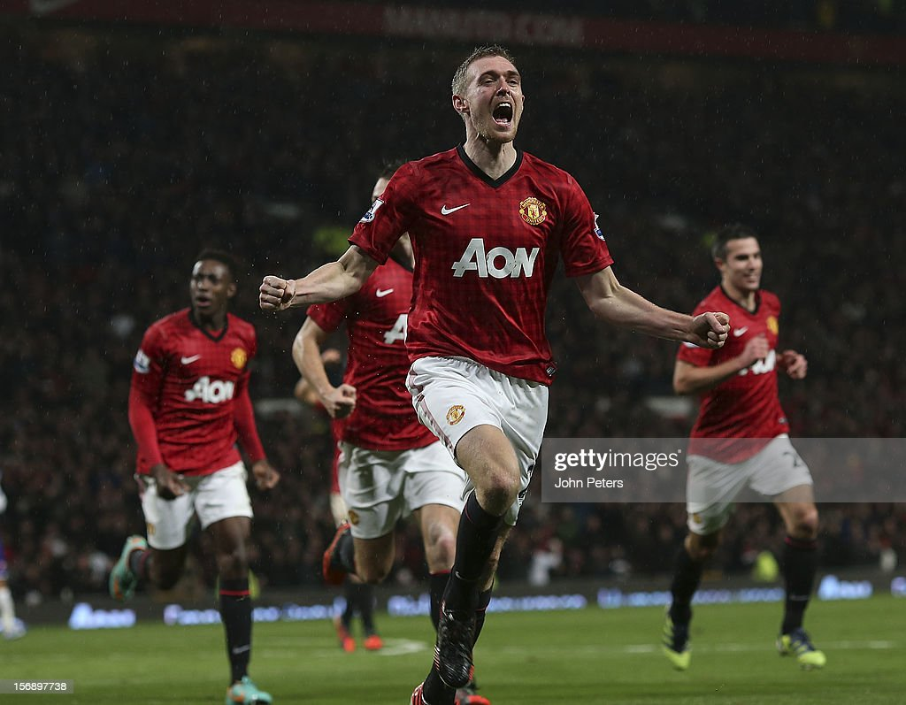 <a gi-track='captionPersonalityLinkClicked' href=/galleries/search?phrase=Darren+Fletcher&family=editorial&specificpeople=171310 ng-click='$event.stopPropagation()'>Darren Fletcher</a> of Manchester United celebrates scoring their second goal during the Barclays Premier League match between Manchester United and Queens Park Rangers at Old Trafford on November 24, 2012 in Manchester, England.