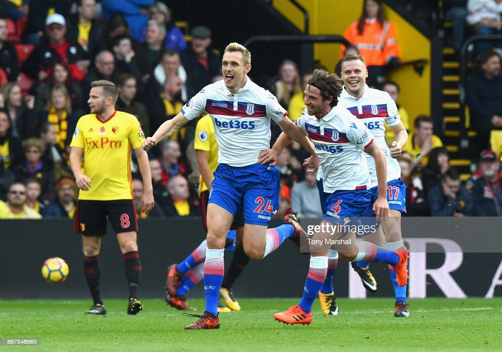 Darren Fletcher of Stoke City celebrates scoring their first goal during the Premier League match between Watford and Stoke City at Vicarage Road on October 28, 2017 in Watford, England.