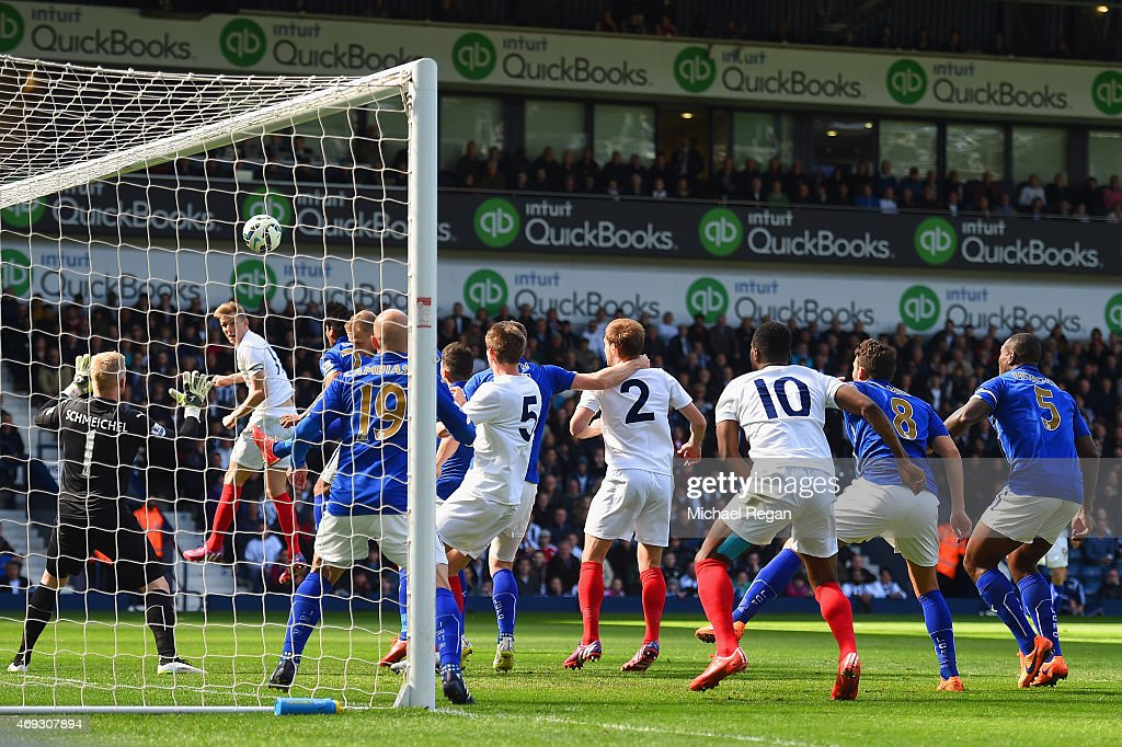 <a gi-track='captionPersonalityLinkClicked' href=/galleries/search?phrase=Darren+Fletcher&family=editorial&specificpeople=171310 ng-click='$event.stopPropagation()'>Darren Fletcher</a> of West Brom scores the opening goal during the Barclays Premier League match between West Bromwich Albion and Leicester City at The Hawthorns on April 11, 2015 in West Bromwich, England.