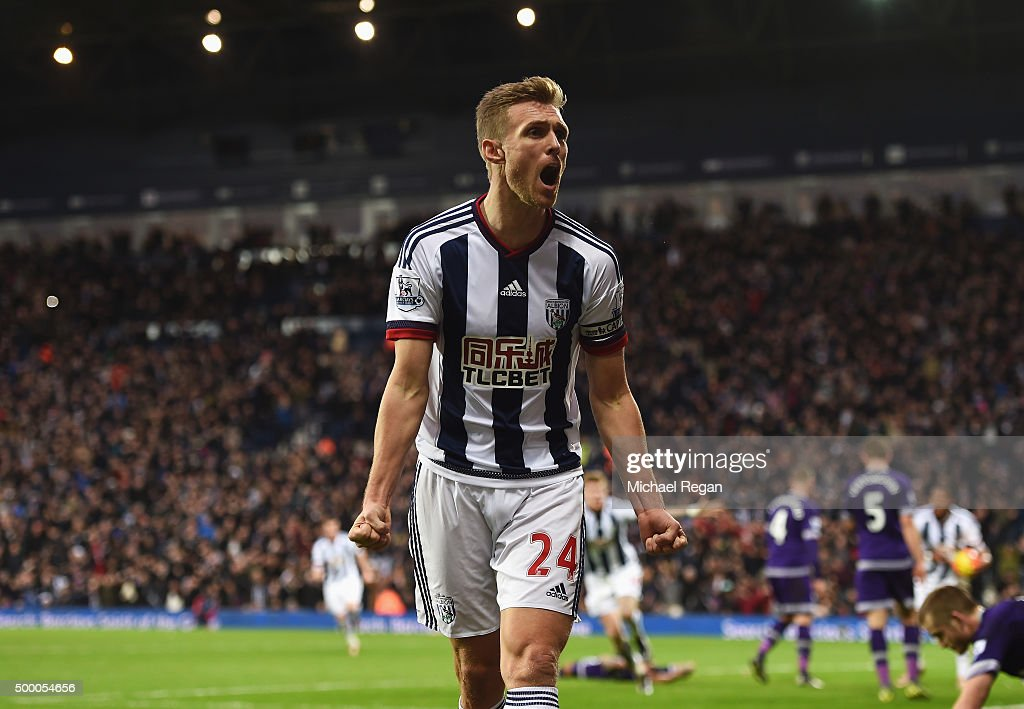 <a gi-track='captionPersonalityLinkClicked' href=/galleries/search?phrase=Darren+Fletcher&family=editorial&specificpeople=171310 ng-click='$event.stopPropagation()'>Darren Fletcher</a> of West Bromwich Albion celebrates setting up his team's first goal by James McClean (not pictured) during the Barclays Premier League match between West Bromwich Albion and Tottenham Hotspur at The Hawthorns on December 5, 2015 in West Bromwich, England.