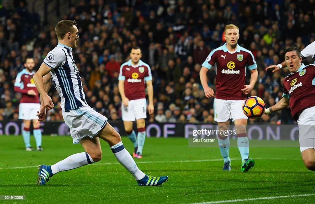 Darren Fletcher of West Bromwich Albion scores theif third during the Premier League match between West Bromwich Albion and Burnley at The Hawthorns on November 21, 2016 in West Bromwich, England.