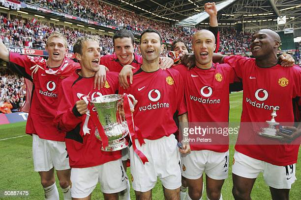 Darren Fletcher Phil Neville John O'Shea Ryan Giggs Ruud van Nistelrooy Mikael Silvestre and Eric DjembaDjemba of Manchester United celebrate with...