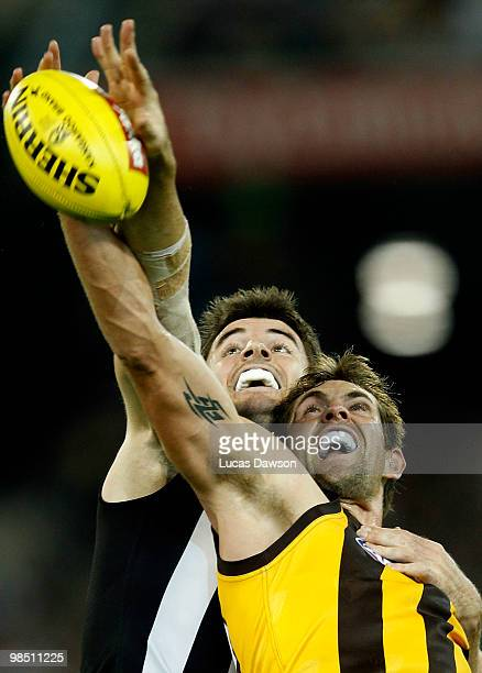 Darren Jolley of the Magpies and Luke Hodge of the Hawks contest in the ruck during the round four AFL match between the Collingwood Magpies and the...