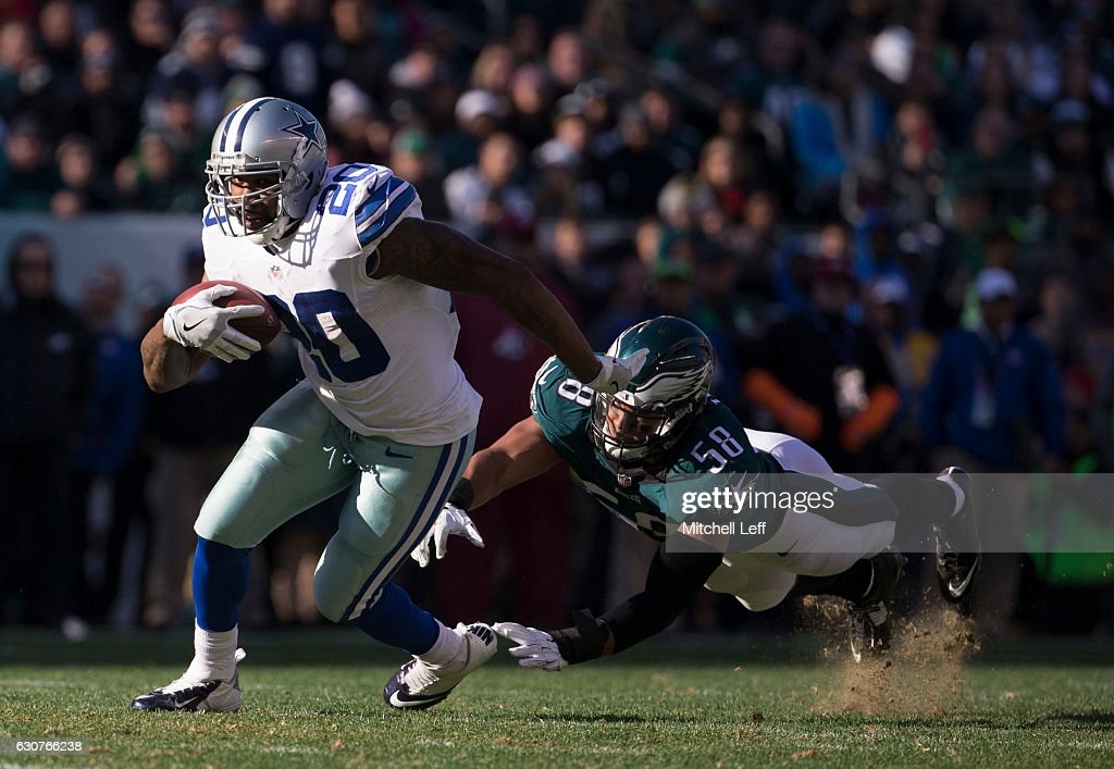 Darren McFadden #20 of the Dallas Cowboys runs past Jordan Hicks #58 of the Philadelphia Eagles in the second quarter at Lincoln Financial Field on January 1, 2017 in Philadelphia, Pennsylvania.
