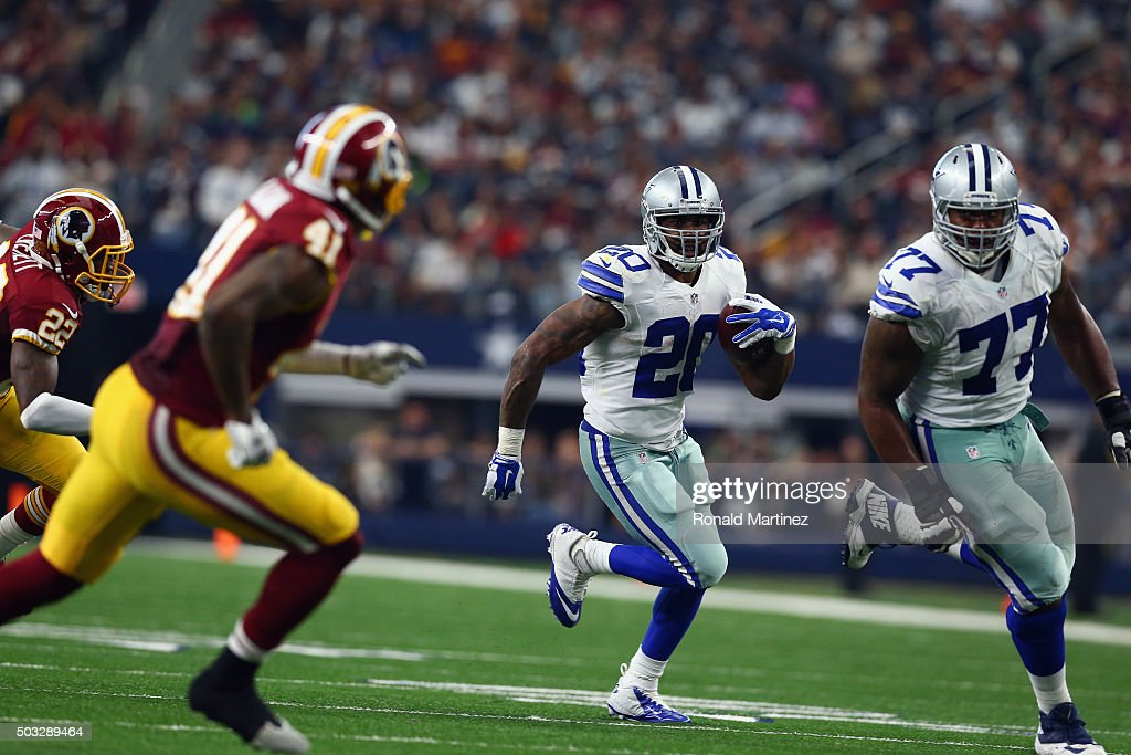 Darren McFadden #20 of the Dallas Cowboys runs the ball against the Washington Redskins at AT&T Stadium on January 3, 2016 in Arlington, Texas.