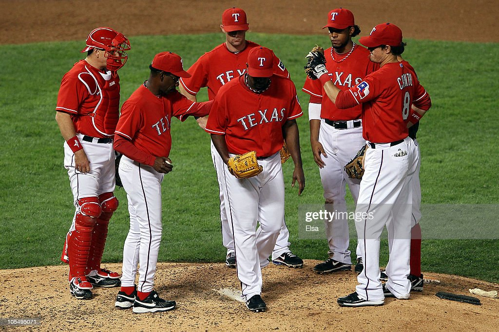 <a gi-track='captionPersonalityLinkClicked' href=/galleries/search?phrase=Darren+Oliver&family=editorial&specificpeople=220688 ng-click='$event.stopPropagation()'>Darren Oliver</a> #28 of the Texas Rangers is pulled out of the game by manager <a gi-track='captionPersonalityLinkClicked' href=/galleries/search?phrase=Ron+Washington&family=editorial&specificpeople=225012 ng-click='$event.stopPropagation()'>Ron Washington</a> in the eighth inning of Game One of the ALCS during the 2010 MLB Playoffs at Rangers Ballpark in Arlington on October 15, 2010 in Arlington, Texas.