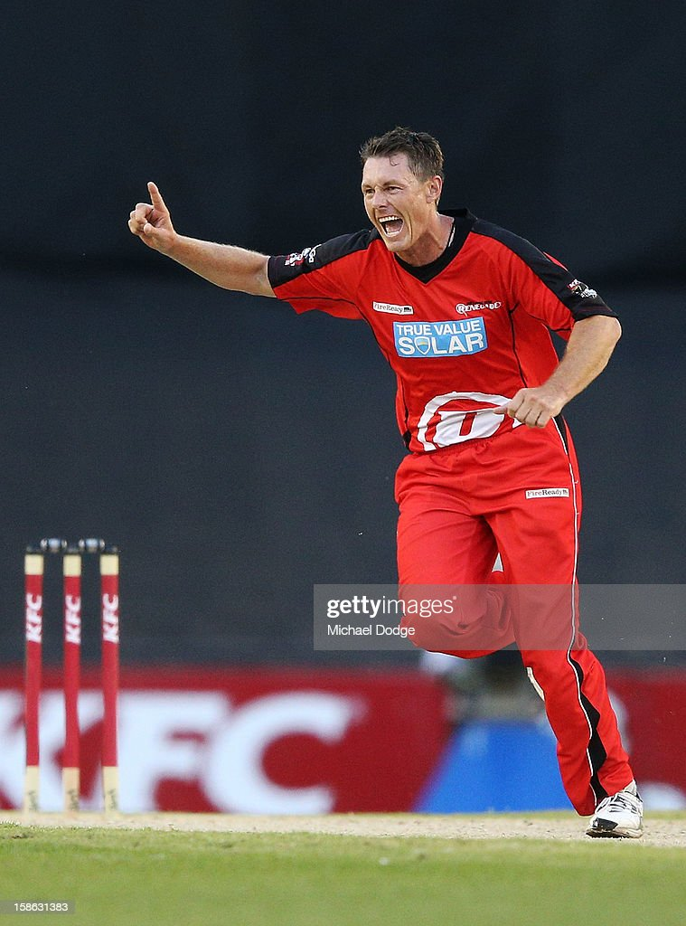 <a gi-track='captionPersonalityLinkClicked' href=/galleries/search?phrase=Darren+Pattinson&family=editorial&specificpeople=4083687 ng-click='$event.stopPropagation()'>Darren Pattinson</a> of the Melbourne Renegades (R) celebrates his wicket of Thisara Perera of the Brisbane Heat during the Big Bash League match between the Melborune Renegades and the Brisbane Heat at Etihad Stadium on December 22, 2012 in Melbourne, Australia.