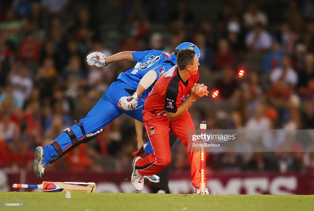 <a gi-track='captionPersonalityLinkClicked' href=/galleries/search?phrase=Darren+Pattinson&family=editorial&specificpeople=4083687 ng-click='$event.stopPropagation()'>Darren Pattinson</a> of the Renegades attempts to run out Michael Neser of the Strikers during the Big Bash League match between the Melbourne Renegades and the Adelaide Strikers at Etihad Stadium on January 2, 2013 in Melbourne, Australia.