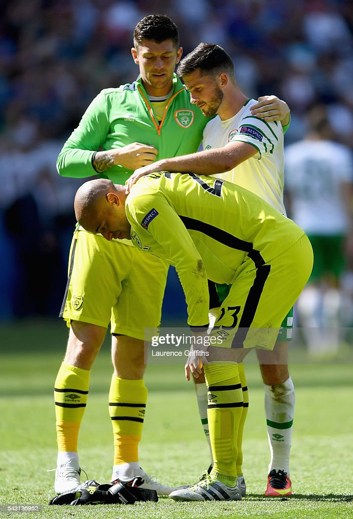 <a gi-track='captionPersonalityLinkClicked' href=/galleries/search?phrase=Darren+Randolph&family=editorial&specificpeople=3947785 ng-click='$event.stopPropagation()'>Darren Randolph</a> (C) of Republic of Ireland is consoled by <a gi-track='captionPersonalityLinkClicked' href=/galleries/search?phrase=Keiren+Westwood&family=editorial&specificpeople=3949539 ng-click='$event.stopPropagation()'>Keiren Westwood</a> (L) and <a gi-track='captionPersonalityLinkClicked' href=/galleries/search?phrase=Shane+Long&family=editorial&specificpeople=661194 ng-click='$event.stopPropagation()'>Shane Long</a> (R) after their team's 1-2 defeat in the UEFA EURO 2016 round of 16 match between France and Republic of Ireland at Stade des Lumieres on June 26, 2016 in Lyon, France.