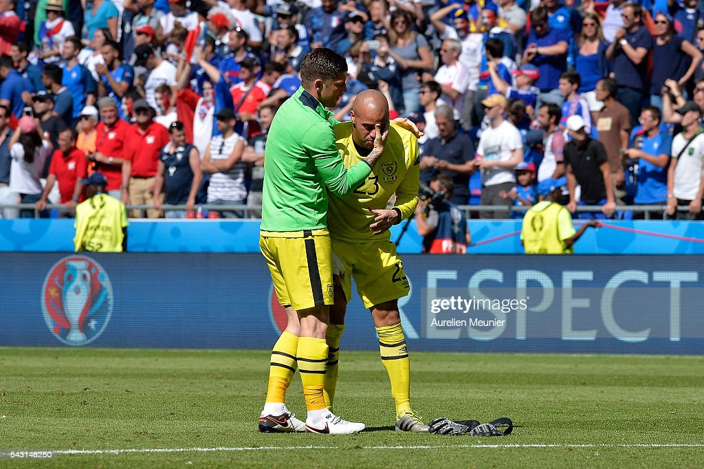 <a gi-track='captionPersonalityLinkClicked' href=/galleries/search?phrase=Darren+Randolph&family=editorial&specificpeople=3947785 ng-click='$event.stopPropagation()'>Darren Randolph</a> of The Republic of Ireland looks dejected after the elimination during the UEFA Euro 2016 round of 16 match between France and the Republic of Ireland at Stade des Lumieres on June 26, 2016 in Lyon, France.