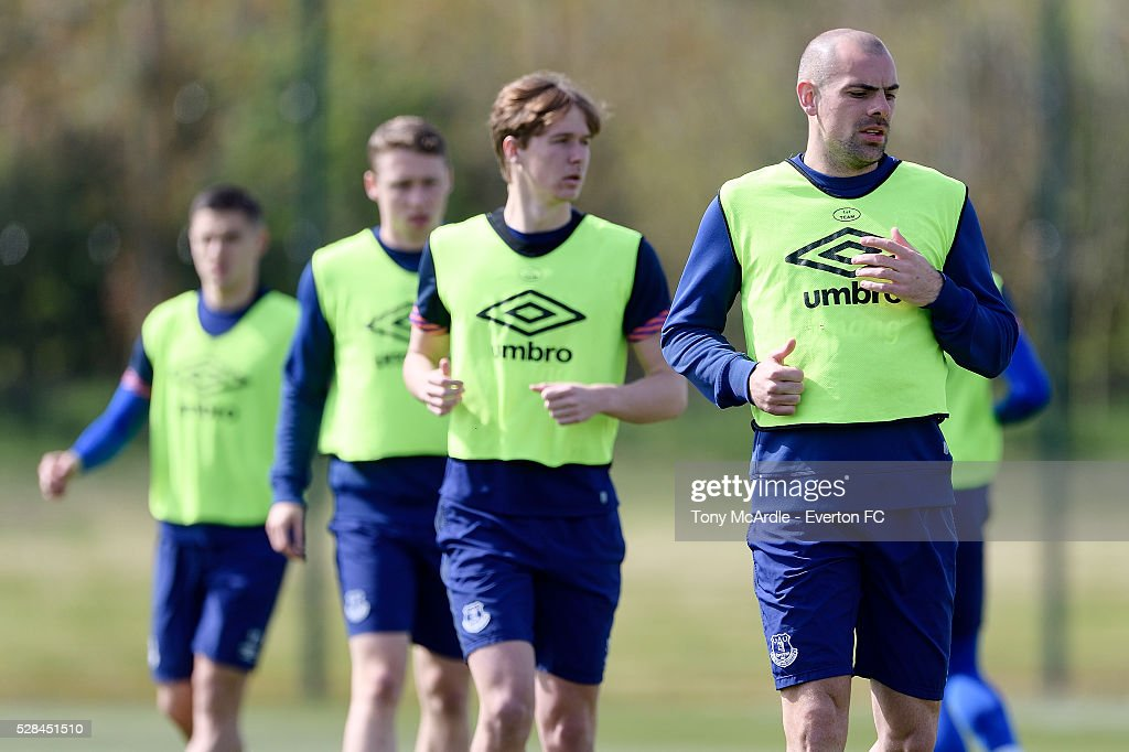 Darron Gibson (R) during the Everton training session at Finch Farm on May 5, 2016 in Halewood, England.