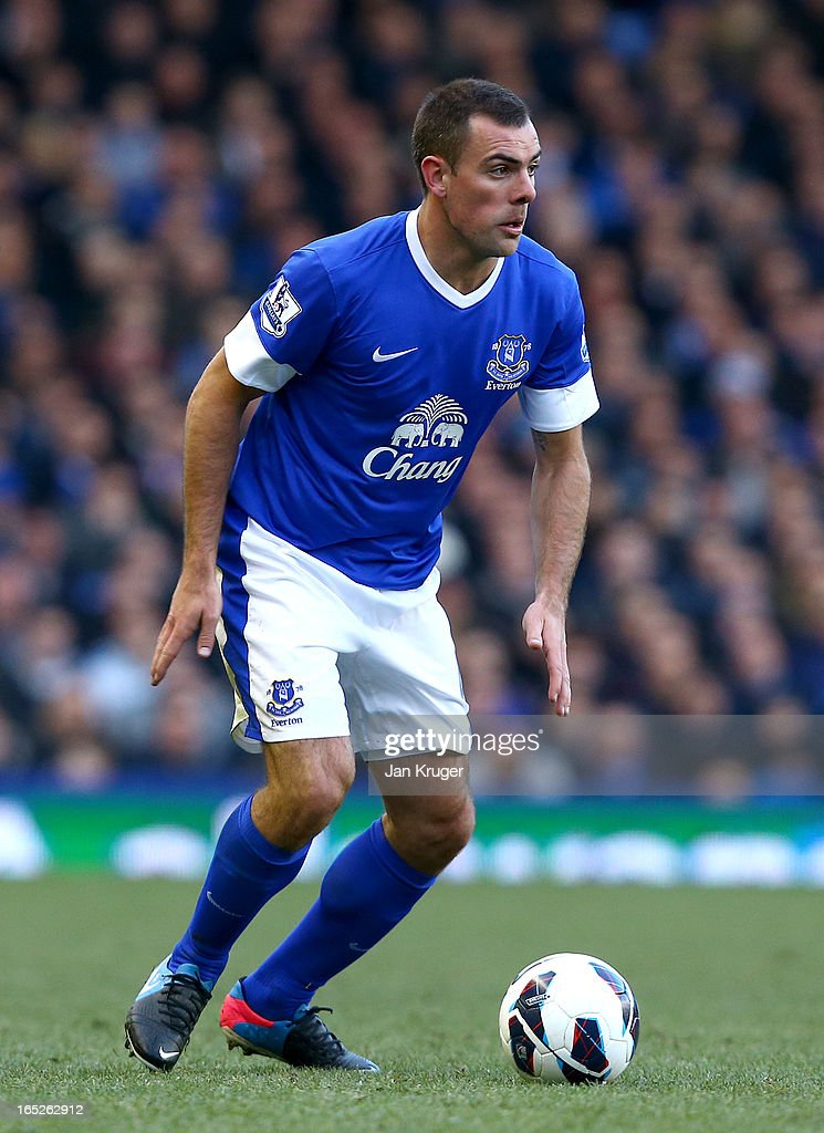 <a gi-track='captionPersonalityLinkClicked' href=/galleries/search?phrase=Darron+Gibson&family=editorial&specificpeople=744328 ng-click='$event.stopPropagation()'>Darron Gibson</a> of Everton in action during the Barclays Premier League match between Everton and Stoke City at Goodison Park on March 30, 2013 in Liverpool, England.