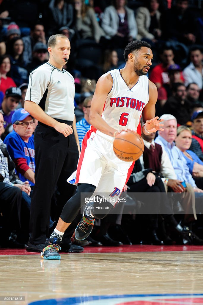 <a gi-track='captionPersonalityLinkClicked' href=/galleries/search?phrase=Darrun+Hilliard&family=editorial&specificpeople=8710176 ng-click='$event.stopPropagation()'>Darrun Hilliard</a> #6 of the Detroit Pistons handles the ball against the Toronto Raptors on February 8, 2016 at The Palace of Auburn Hills in Auburn Hills, Michigan.