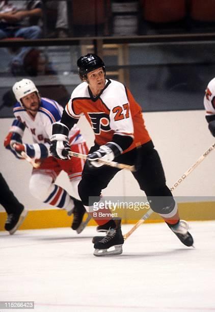 Darryl Sittler of the Philadelphia Flyers skates on the ice during an NHL preseason game against the New York Rangers in September 1983 at the...