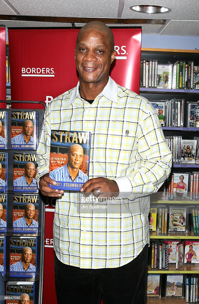 "Darryl Strawberry Signs Copies Of ""Straw"" - May 1, 2009"