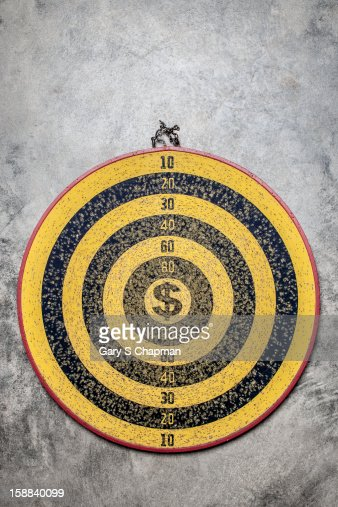 Dartboard with a dollar sign center : Stock-Foto