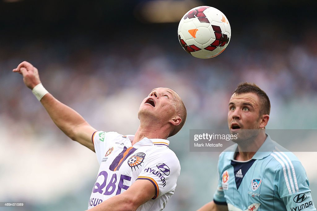 Darvydas Sernas of the Glory and Matthew Jurman of Sydney compete for the ball during the round 19 ALeague match between Sydney FC and Perth Glory at...