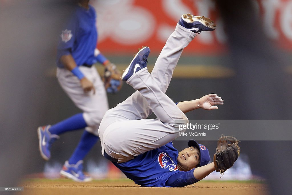 <a gi-track='captionPersonalityLinkClicked' href=/galleries/search?phrase=Darwin+Barney&family=editorial&specificpeople=537975 ng-click='$event.stopPropagation()'>Darwin Barney</a> #15 of the Chicago Cubs falls to the ground after missing the throw from catcher Welington Castillo in the bottom of the fourth inning against the Milwaukee Brewers at Miller Park on April 21, 2013 in Milwaukee, Wisconsin.