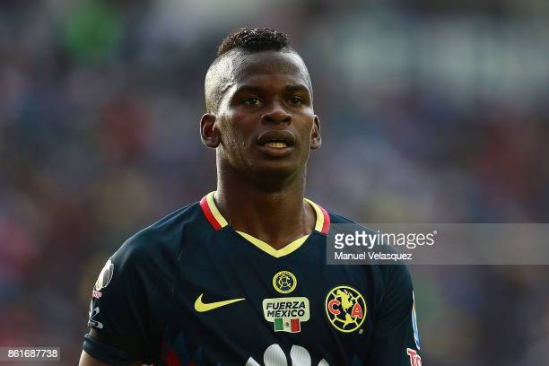 Darwin Quintero of America looks on during the 13th round match between Cruz Azul and America as part of the Torneo Apertura 2017 Liga MX at Azul...