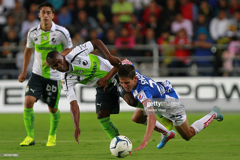Darwin Quintero of Santos struggles for the ball with Jurgen Damm of Pachuca during a match between Pachuca and Santos as part of the Liga MX at Hidalgo stadium on September 21, 2013 in Pachuca, Mexico.