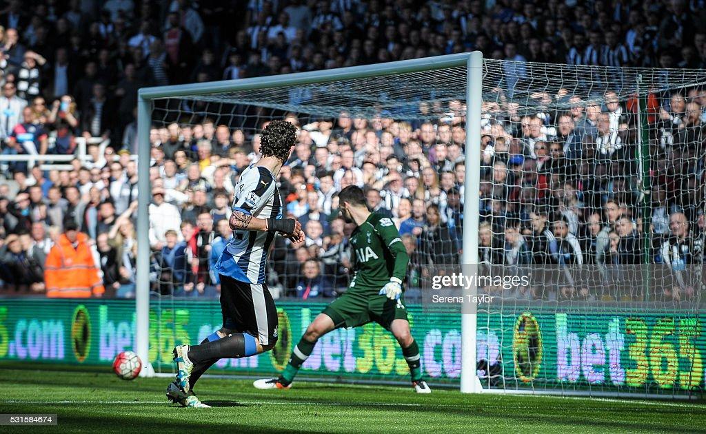Newcastle United V Tottenham Hotspur