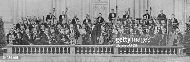Das 1 Philharmonische Orchester mit seinem Dirigenten J Rebicek um 1882