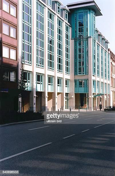 Das DoormanHouse in der Hamburger Innenstadt die Außenfassade von der ABCStraße aus gesehen Der Gebäudekomplex beinhaltet exklusive Wohneinheiten...