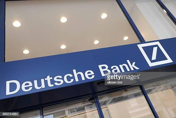 Das Logo der Deutschen Bank Filiale in Saarbrücken