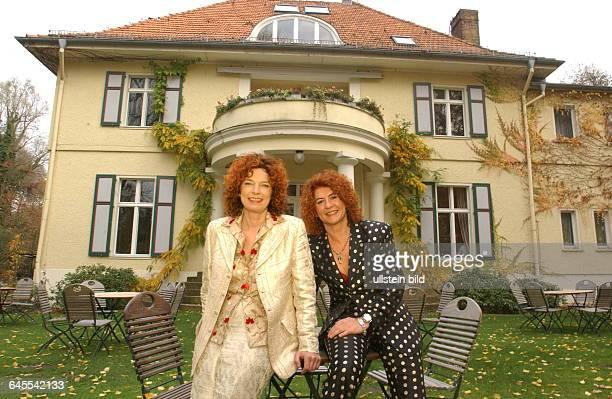 Das POP GESANGS DUO CORA in und an ihrem Anwesen in GOLM Bundesland BRANDENBURG bei Potsdam mit dem adeligen NAMEN VON BOTTLENBERG mit dem englischen...