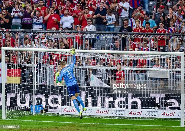 Das Ritual von Torwart Manuel Neuer springt hoch und beruehrt die Torlatte waehrend dem Fussball AUDI CUP 2015 FInale Bayern Muenchen gegen Real...