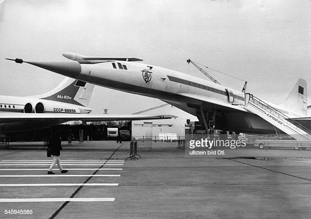 Das sowjetische ÜberschallPassagierflugzeug TU144 auf der 9 Deutschen Luftfahrtschau in Hannover 1977
