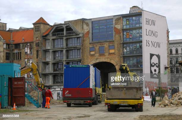 Das Tacheles Areal hat seit Ende September 2014 einen neuen Besitzer Der Preis soll 150 Mill Euro betragen haben Ein mit der Firma Perella Weinberg...
