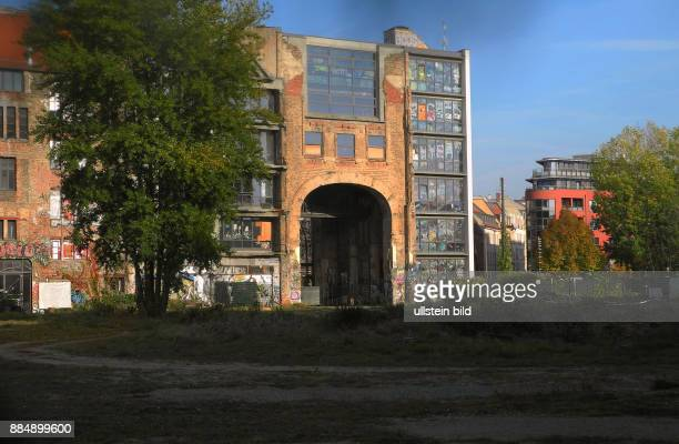 Das Tacheles Areal hat seit Sept 2014 einen neuen Besitzer Der Preis soll 150 Mill Euro betragen haben Die riesige Baubrache in der Mitte Berlins...