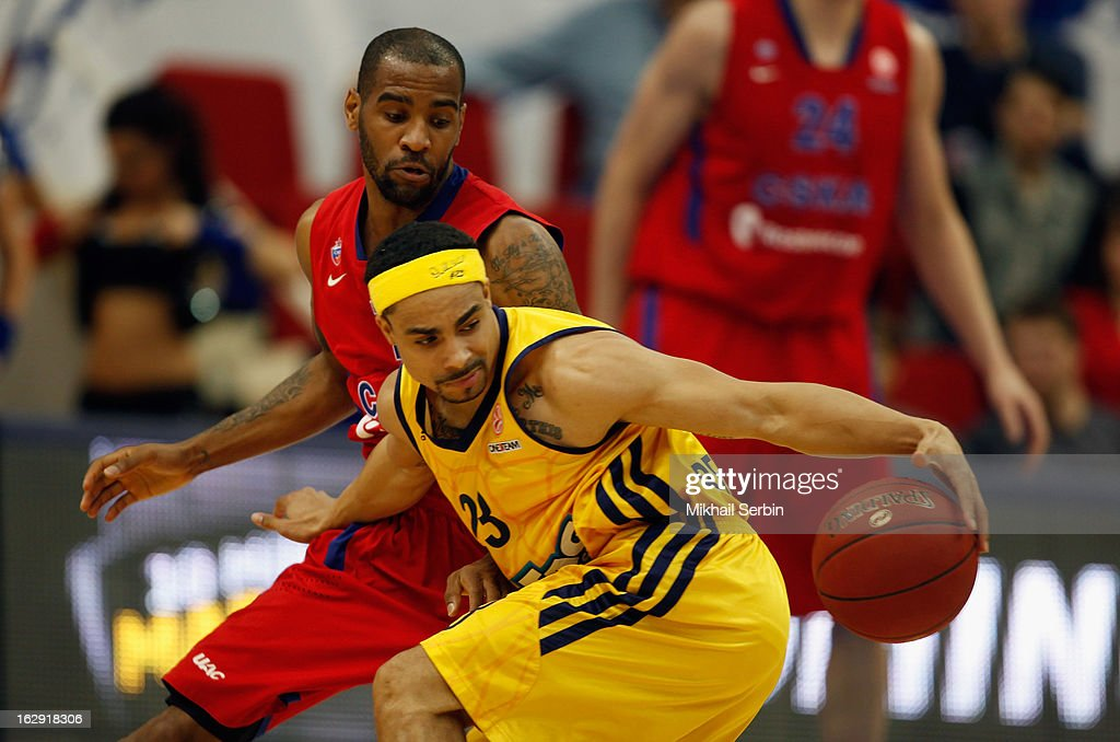 Dashaun Wood #23 of Alba Berlin competes with Aaron Jackson #7 of CSKA Moscow in action during the 20122013 Turkish Airlines Euroleague Top 16 Date 9...