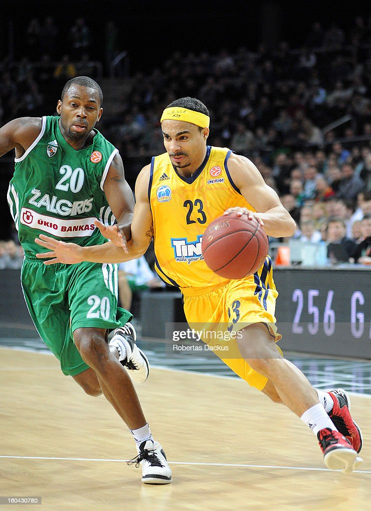 Dashaun Wood #23 of Alba Berlin competes with Oliver Lafayette #20 of Zalgiris Kaunas in action during the 20122013 Turkish Airlines Euroleague Top...