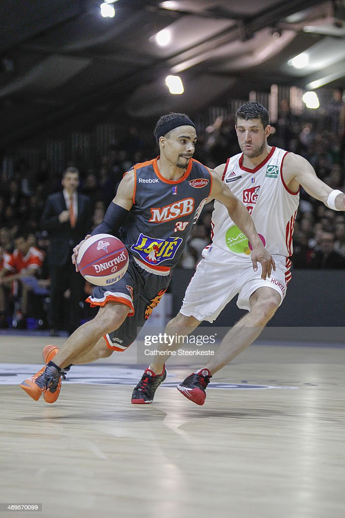 DaShaun Wood of Le Mans is trying to go to the basket against Antoine Diot of Strasbourg during the game between Strasbourg and Le Mans at Disney...