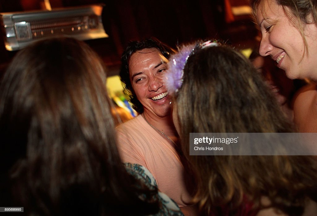 Dating coach Chris Luna (C) chats with women in a nightclub where he has brought his clients August 1, 2009 in New York City. Luna, who hails from California, has been running his coaching service in New York called 'Craft of Charisma' since last year, offering students from varied backgrounds help in being comfortable meeting members of the opposite sex. Luna offers small-group coaching and then puts his students immediately to the test, taking them to a Manhattan nightclub where they try their newly-learned techniques. Dating coaches are widely seen as growing in popularity in recent years, as Americans try to navigate the complicated world of 21st century dating.