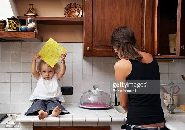 daughter, mum, sponge, kitchen,