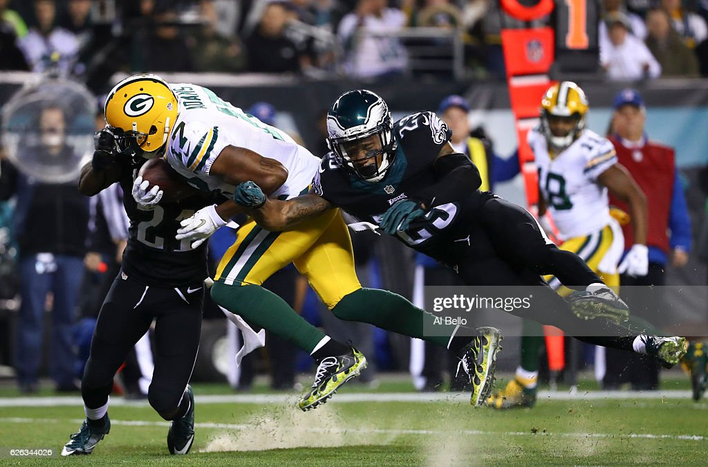 Davante Adams #17 of the Green Bay Packers catches a touchdown pass against Leodis McKelvin #21 and Rodney McLeod #23 of the Philadelphia Eagles in the first quarter at Lincoln Financial Field on November 28, 2016 in Philadelphia, Pennsylvania.