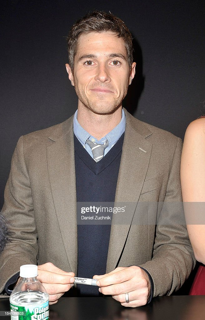 <a gi-track='captionPersonalityLinkClicked' href=/galleries/search?phrase=Dave+Annable&family=editorial&specificpeople=539105 ng-click='$event.stopPropagation()'>Dave Annable</a> attends the 2012 New York Comic Con at the Javits Center on October 14, 2012 in New York City.