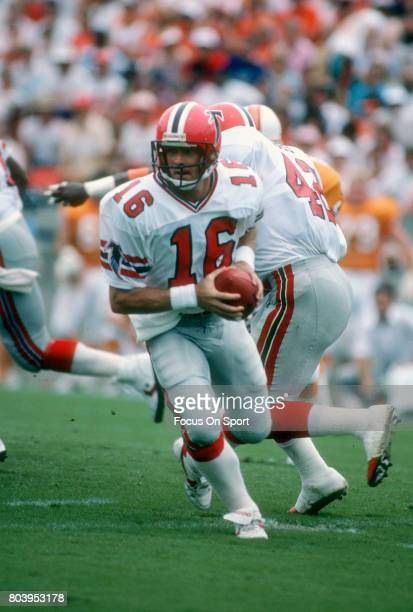 Dave Archer of the Atlanta Falcons in action against the Tampa Bay Buccaneers during an NFL football game September 13 1987 at Tampa Stadium in Tampa...
