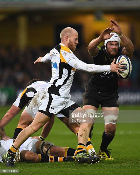 Dave Attwood of Bath attempts to charge down a kick from Joe Simpson of Wasps during the European Rugby Champions Cup match between Bath Rugby and...