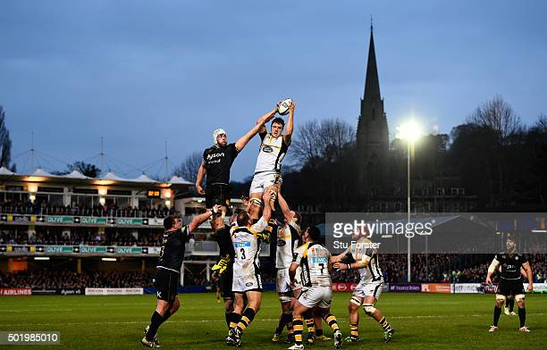 Dave Attwood of Bath is beaten in the lineout by Joe Launchbury of Wasps during the European Rugby Champions Cup match between Bath Rugby and Wasps...
