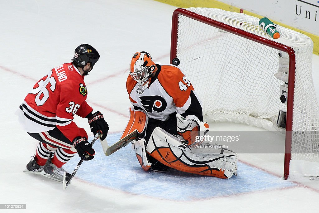 Dave Bolland of the Chicago Blackhawks scores a shorthanded goal on goaltender Michael Leighton of the Philadephia Flyers in the first period against...