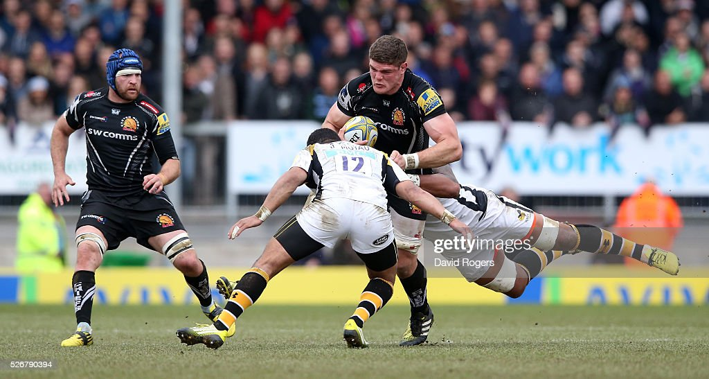 Dave Ewers of Exeter is tackled by <a gi-track='captionPersonalityLinkClicked' href=/galleries/search?phrase=Siale+Piutau&family=editorial&specificpeople=2498975 ng-click='$event.stopPropagation()'>Siale Piutau</a> during the Aviva Premiership match between Exeter Chiefs and Wasps at Sandy Park on May 1, 2016 in Exeter, England.