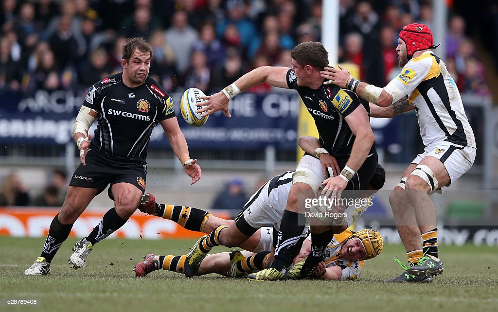 Dave Ewers of Exeter off loads the ball to team mate Ben Moon during the Aviva Premiership match between Exeter Chiefs and Wasps at Sandy Park on May 1, 2016 in Exeter, England.