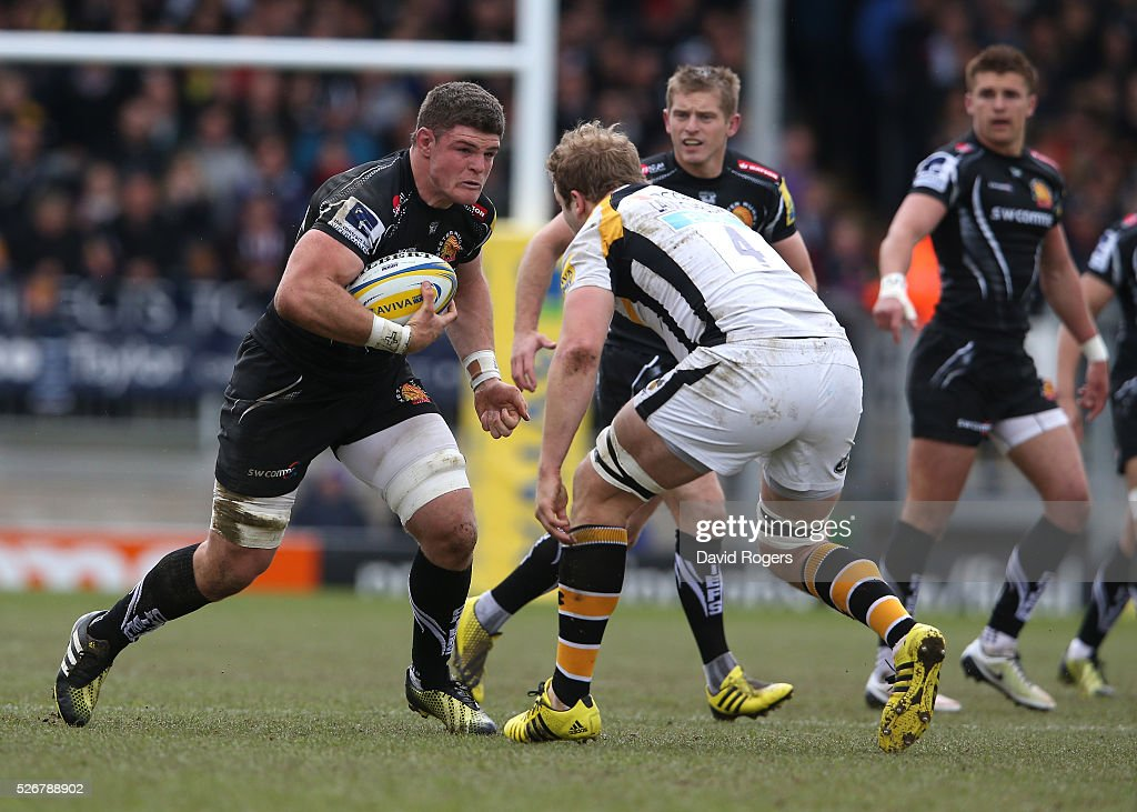 Dave Ewers of Exeter takes on <a gi-track='captionPersonalityLinkClicked' href=/galleries/search?phrase=Joe+Launchbury&family=editorial&specificpeople=7440712 ng-click='$event.stopPropagation()'>Joe Launchbury</a> during the Aviva Premiership match between Exeter Chiefs and Wasps at Sandy Park on May 1, 2016 in Exeter, England.