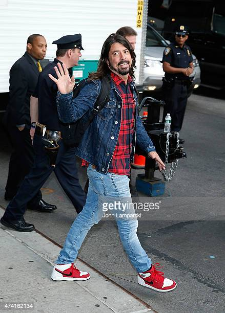 Dave Grohl of the Foo fighters visits 'Late Show With David Letterman' May 20 2015 at Ed Sullivan Theater on May 20 2015 in New York City