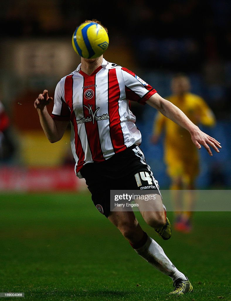 <a gi-track='captionPersonalityLinkClicked' href=/galleries/search?phrase=Dave+Kitson&family=editorial&specificpeople=227434 ng-click='$event.stopPropagation()'>Dave Kitson</a> of Sheffield United in action during the FA Cup Third Round match between Oxford United and Sheffield United at the Kassam Stadium on January 5, 2013 in Oxford, England.